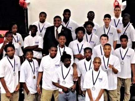 Dr. Everette Penn with a Teen and Police Service (TAPS) Academy class in Columbus, Ohio